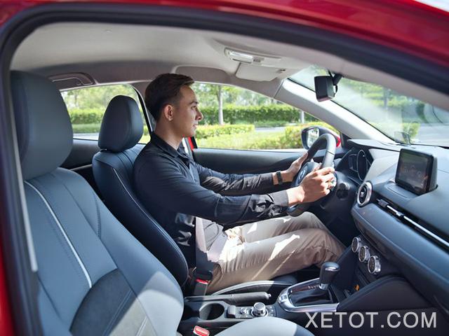 ghe-truoc-xe-mazda-2-2021-sedan-xetot-com